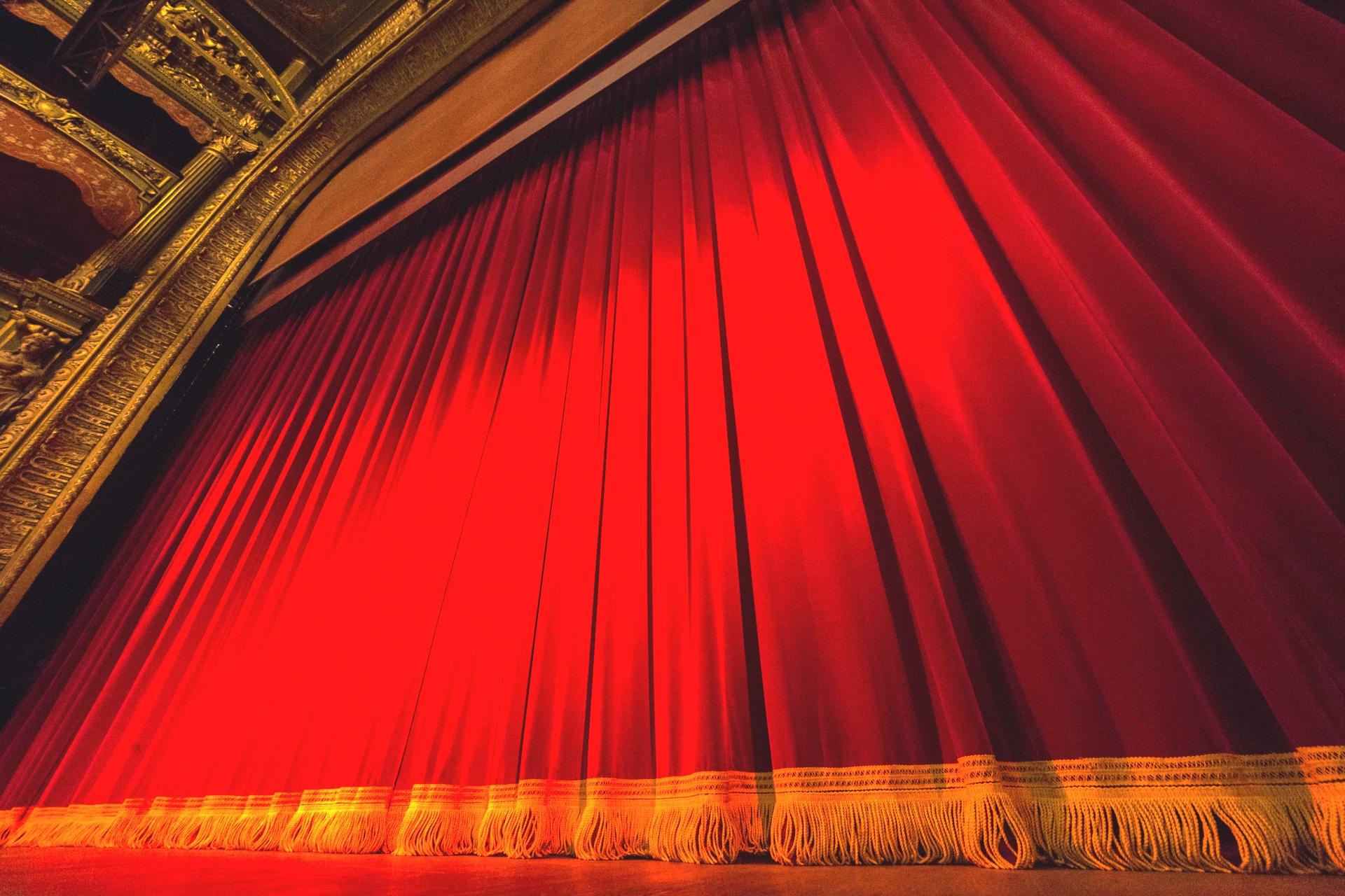 RIDEAU SUR LE THEATRE DU GYMNASE - Theatre Art o Baz